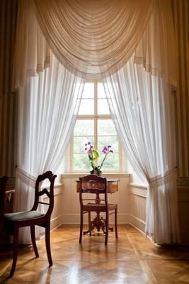 Biedermeier Wohnzimmer Mit Fenster